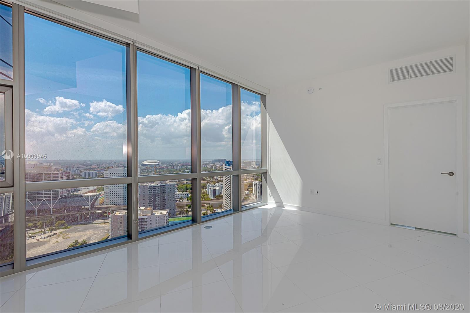 Paramount Miami Worldcenter #1702 photo02