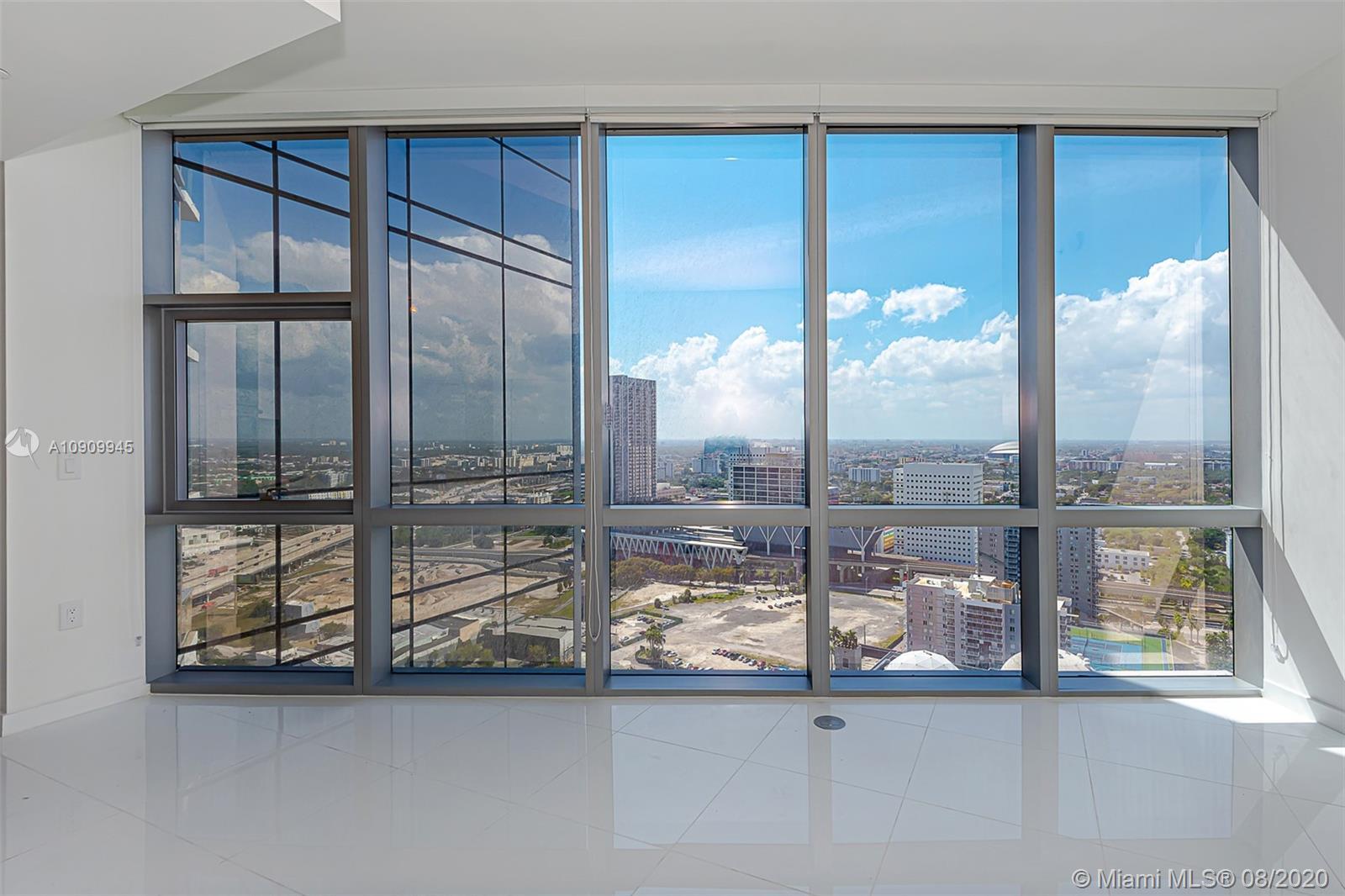 Paramount Miami Worldcenter #1702 photo03