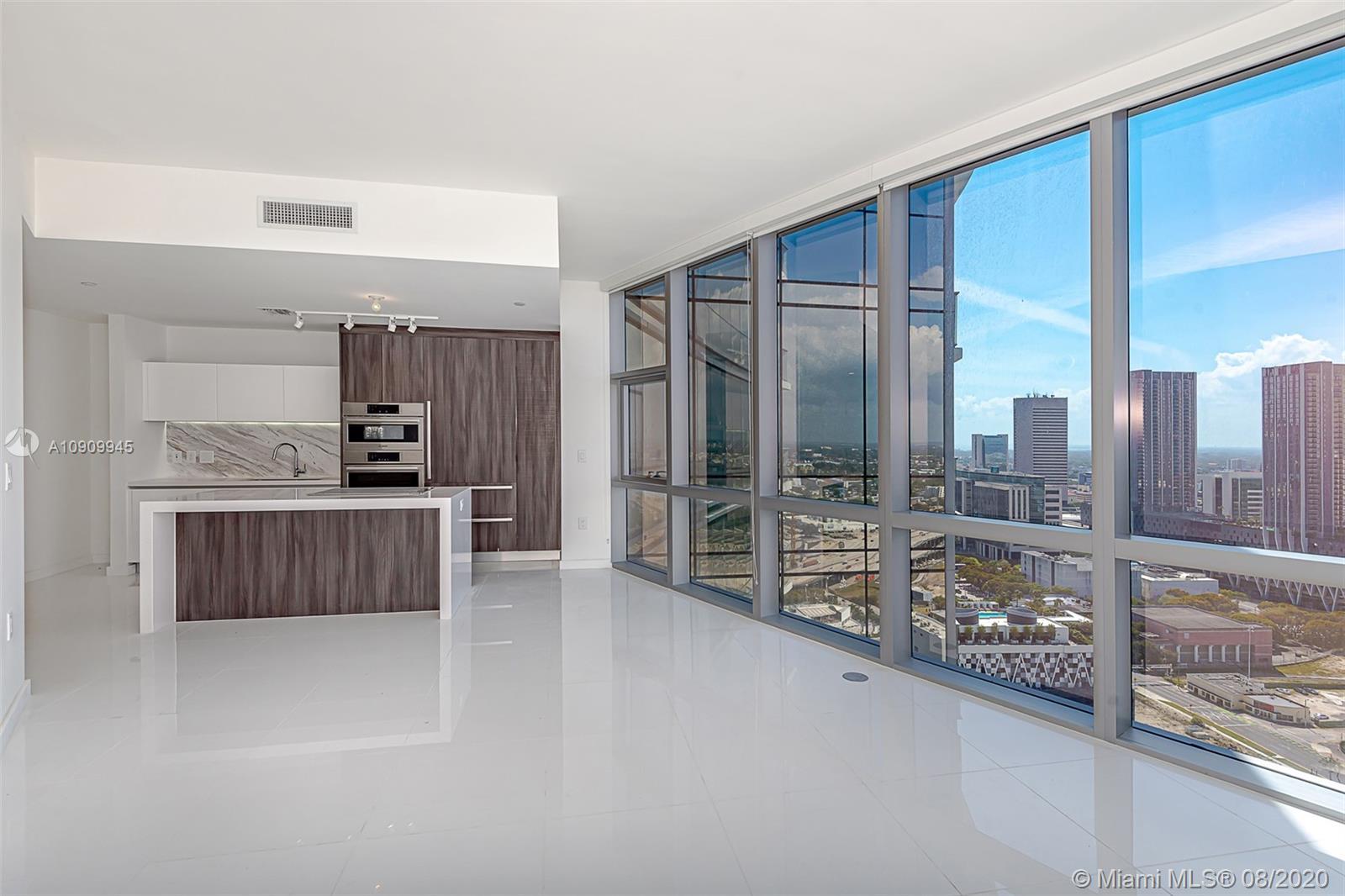 Paramount Miami Worldcenter #1702 photo01