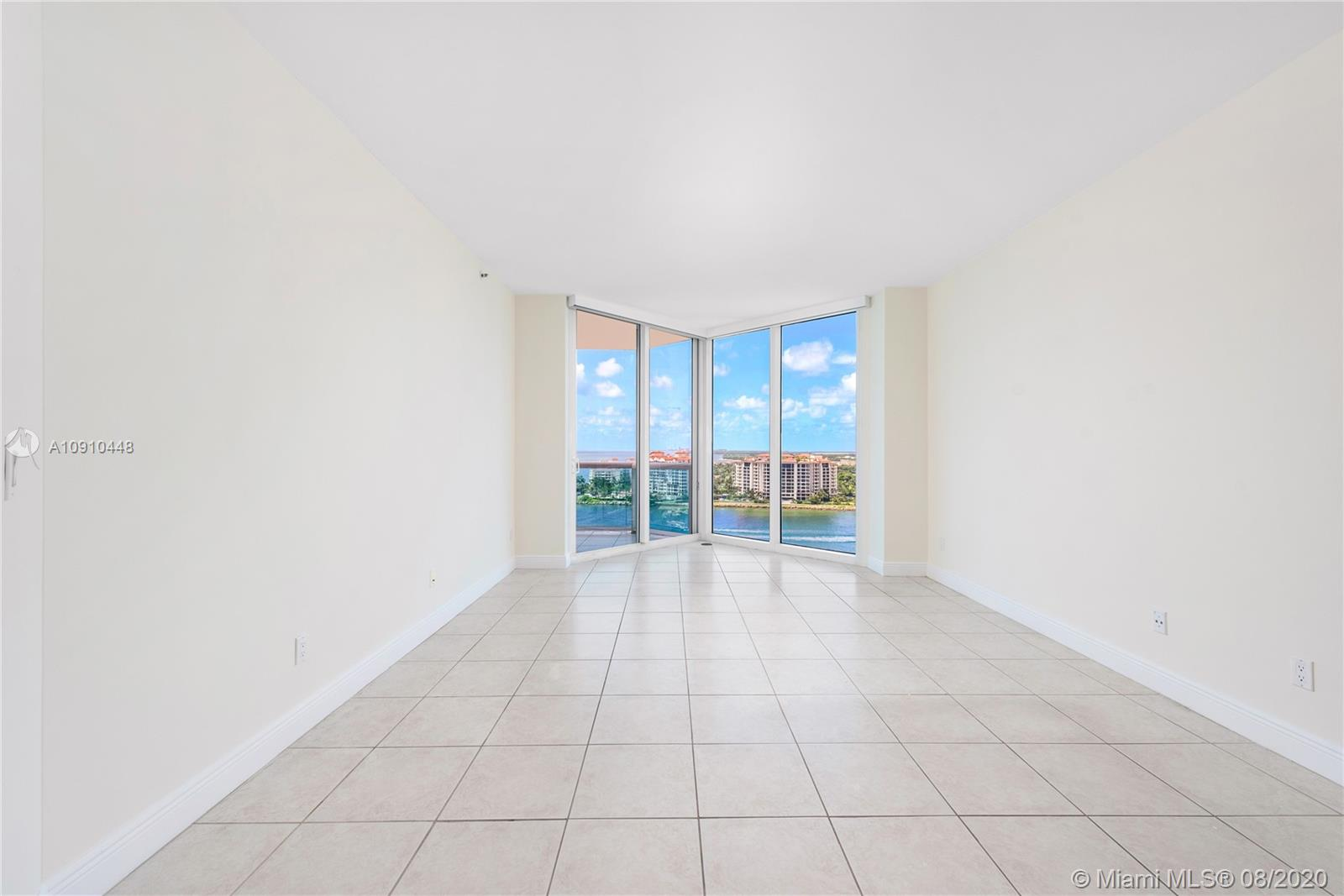 300 S Pointe Dr #1801 photo020