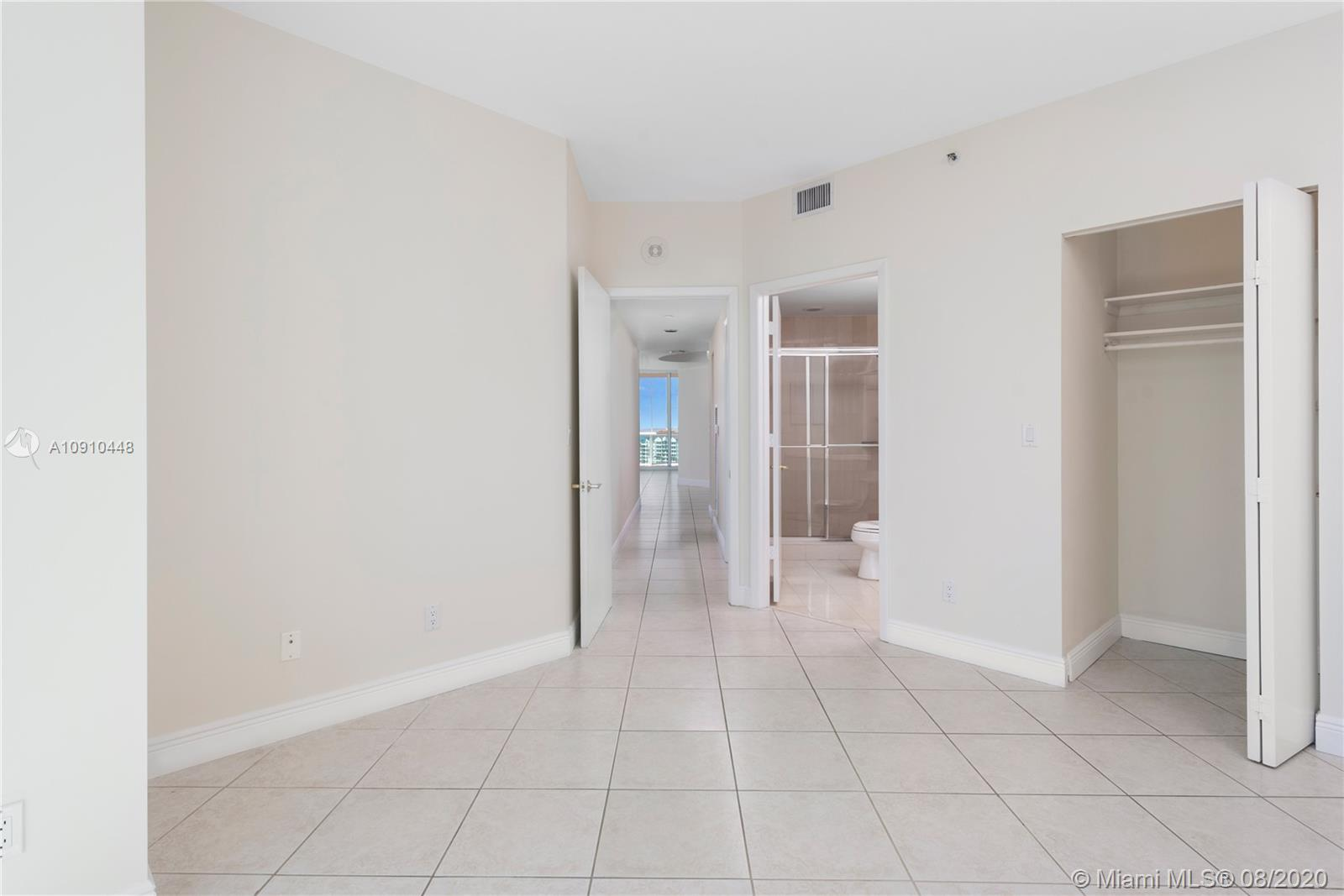 300 S Pointe Dr #1801 photo034
