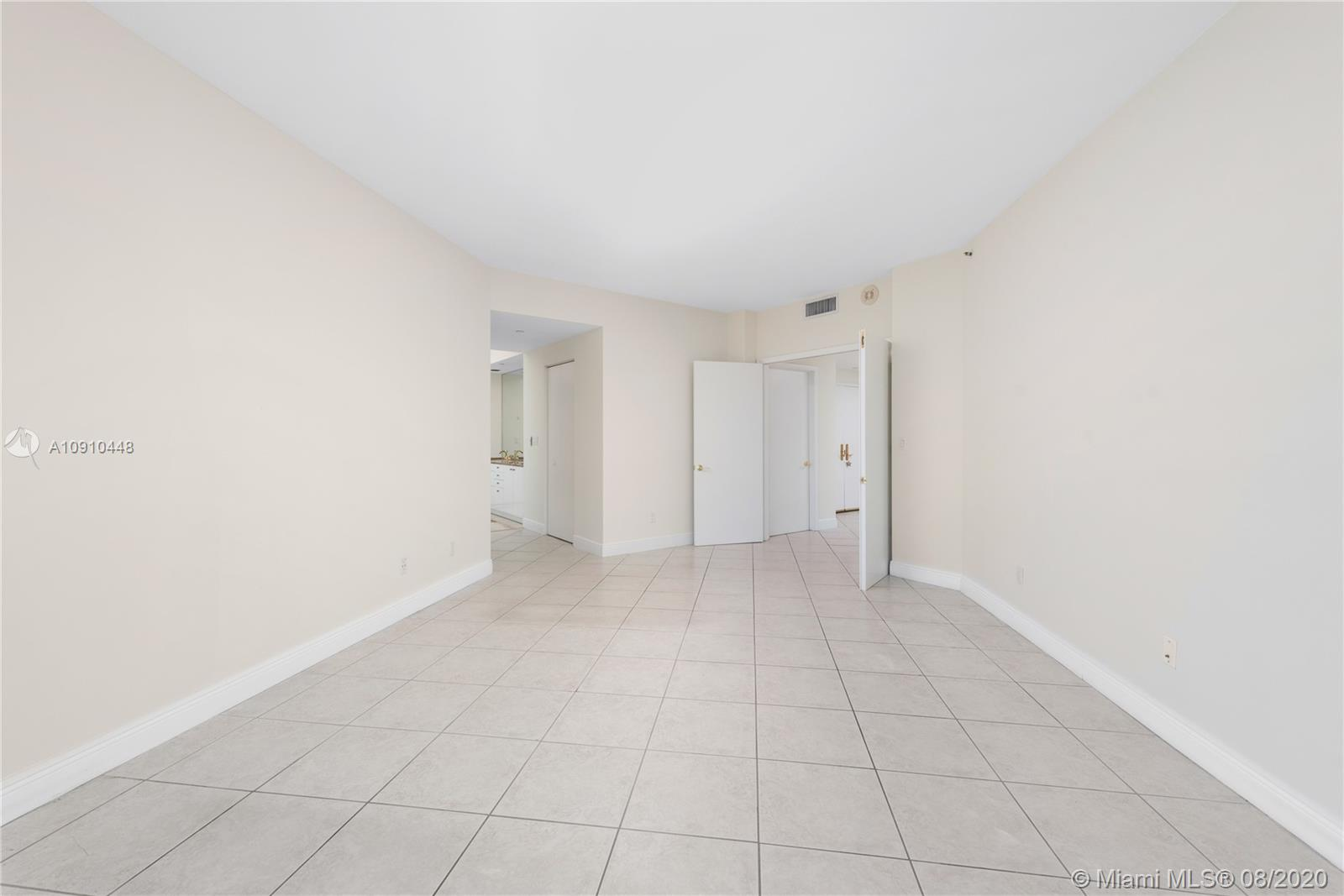 300 S Pointe Dr #1801 photo021