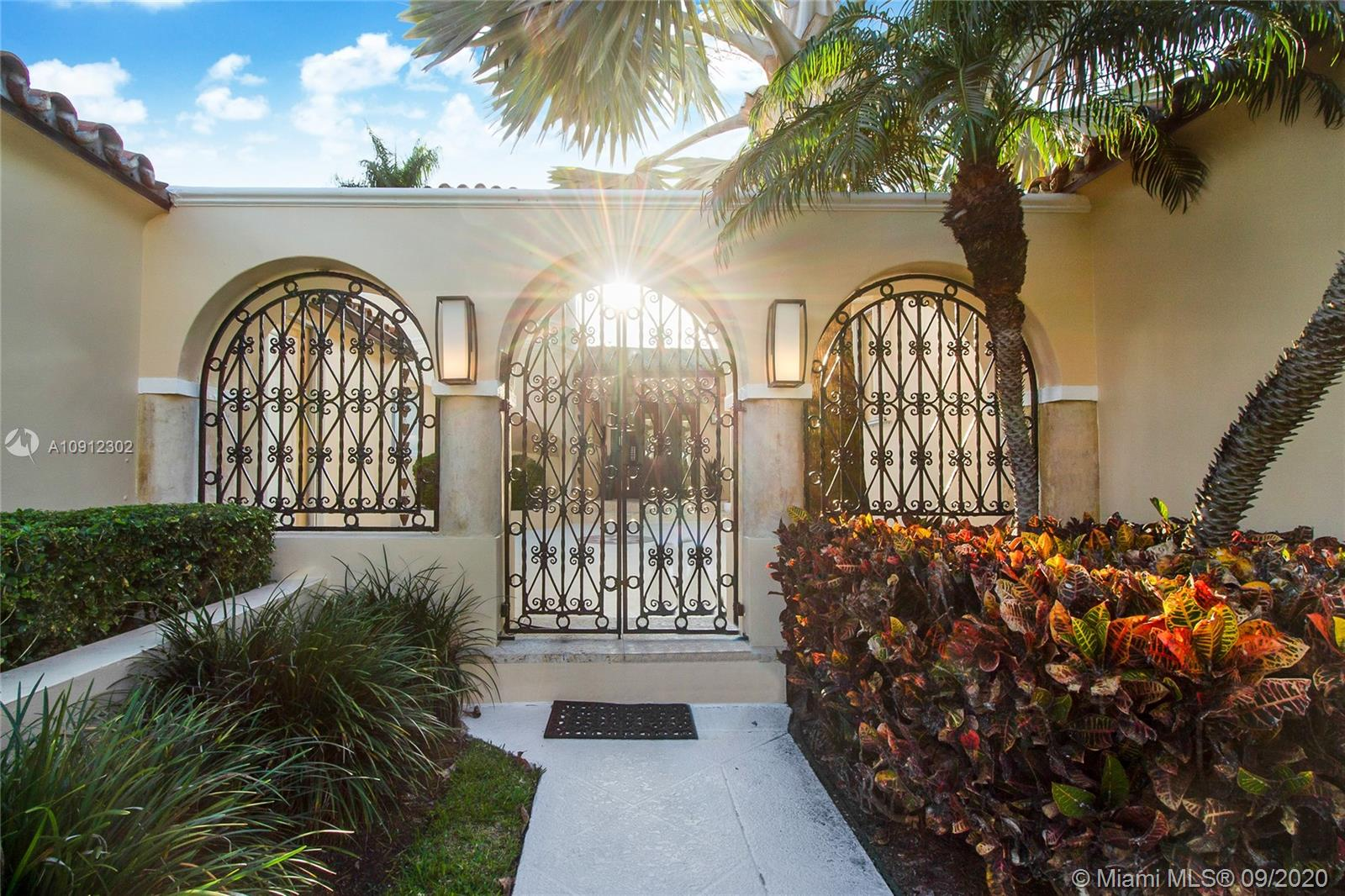 Photo of 114 W San Marino Dr # listing for Sale
