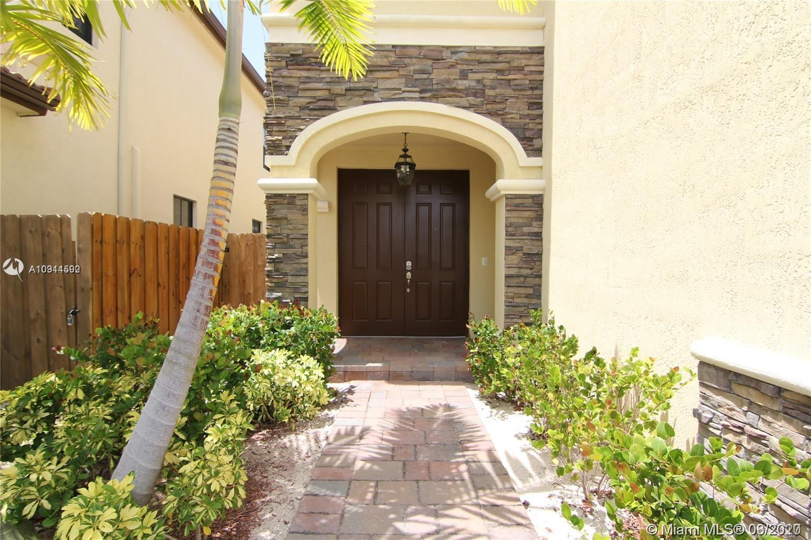 Property for sale at 8658 NW 99th Path, Doral,  Florida 33178