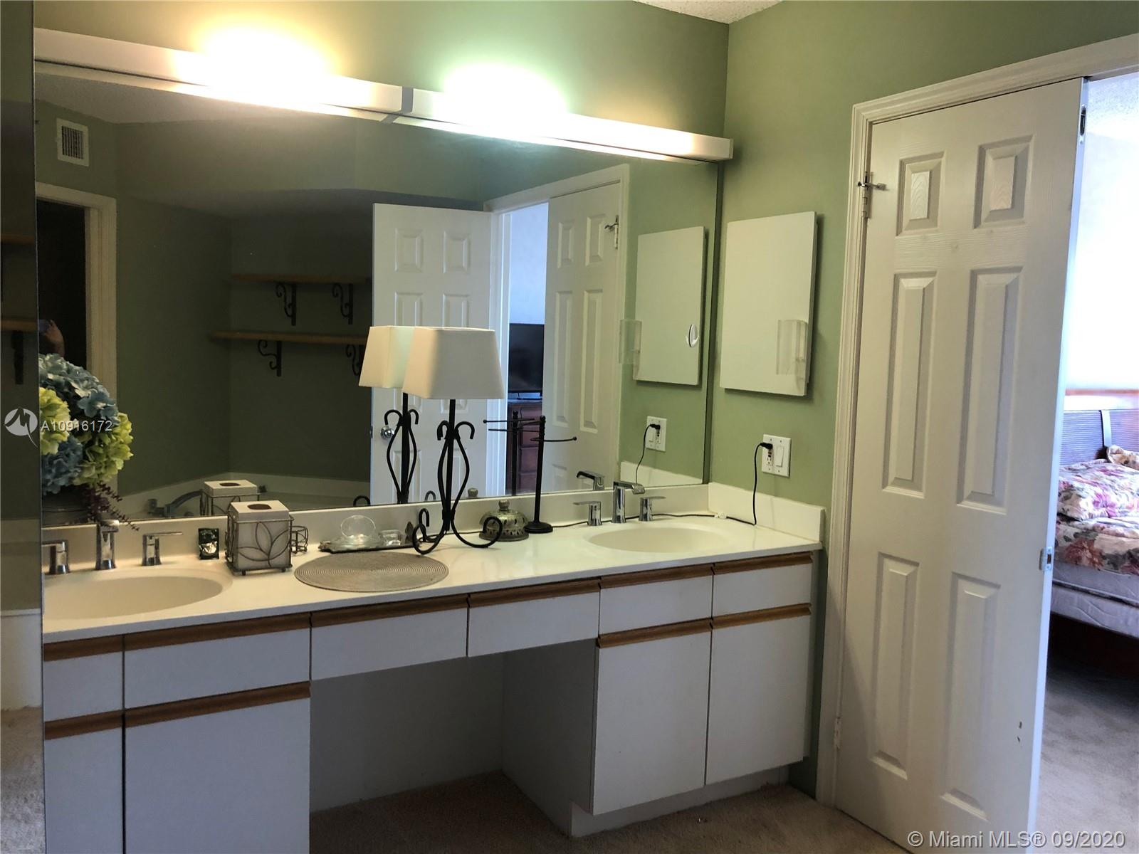 Photo of 3530 Mystic Pointe Dr #2105 listing for Sale