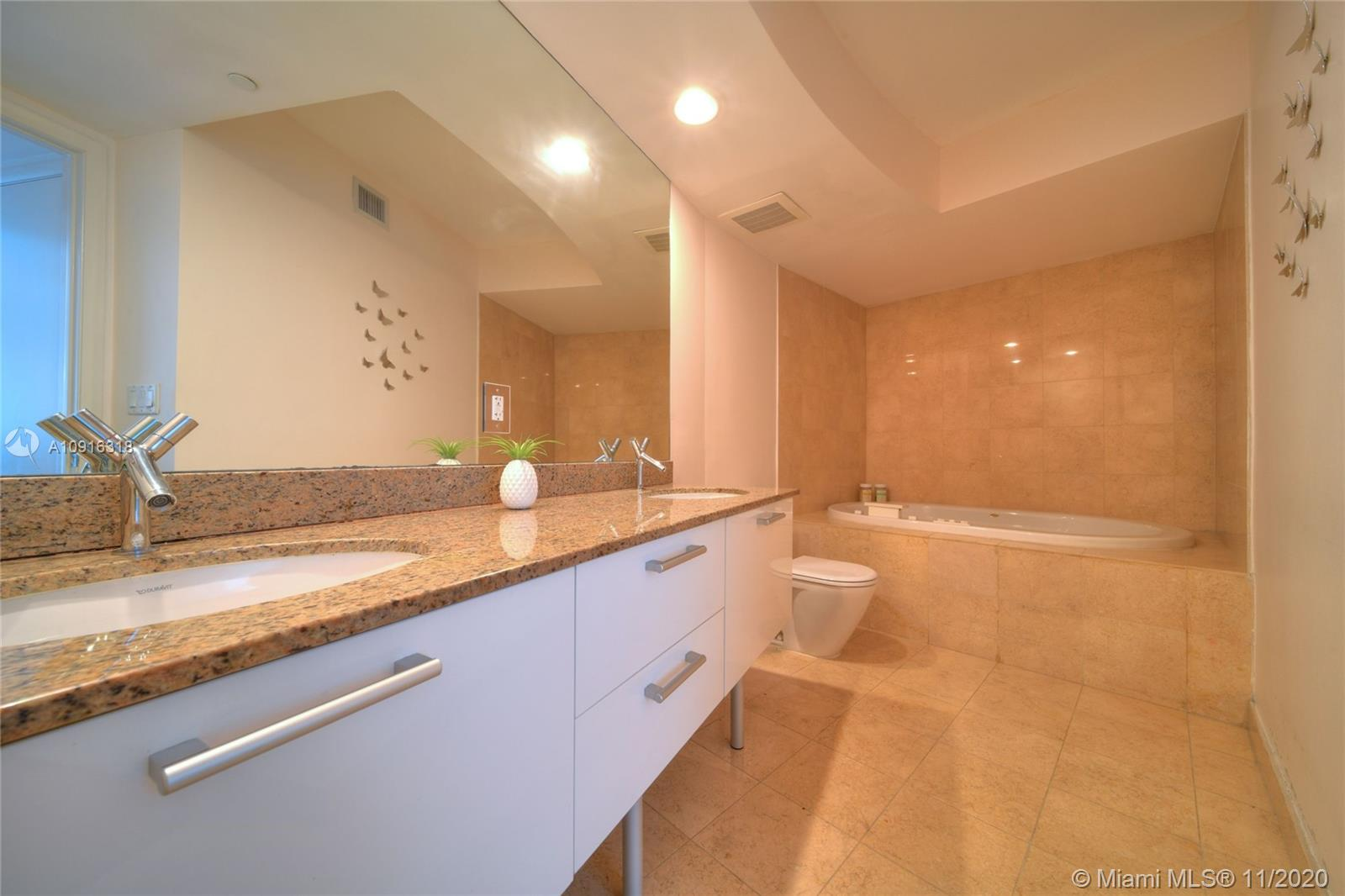 17201 Collins Ave #1609 photo019