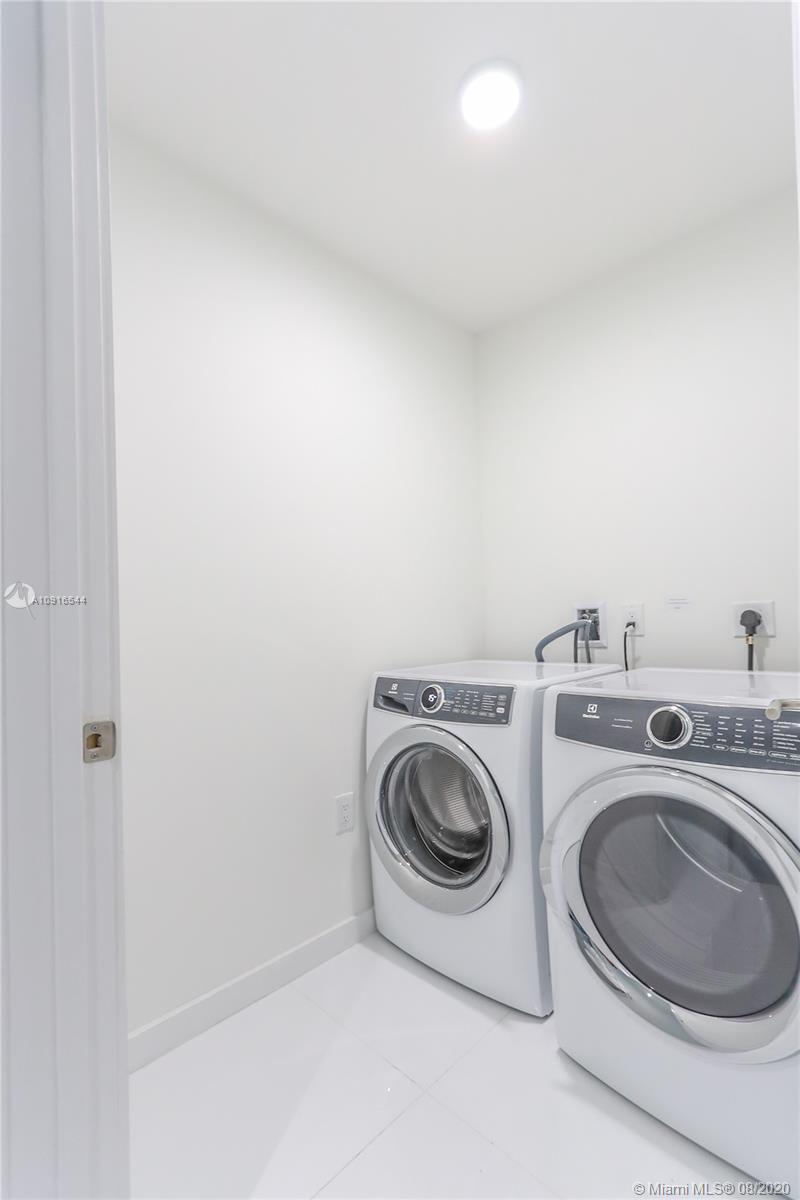 Photo of 851 NE 1st Ave #2607 listing for Sale
