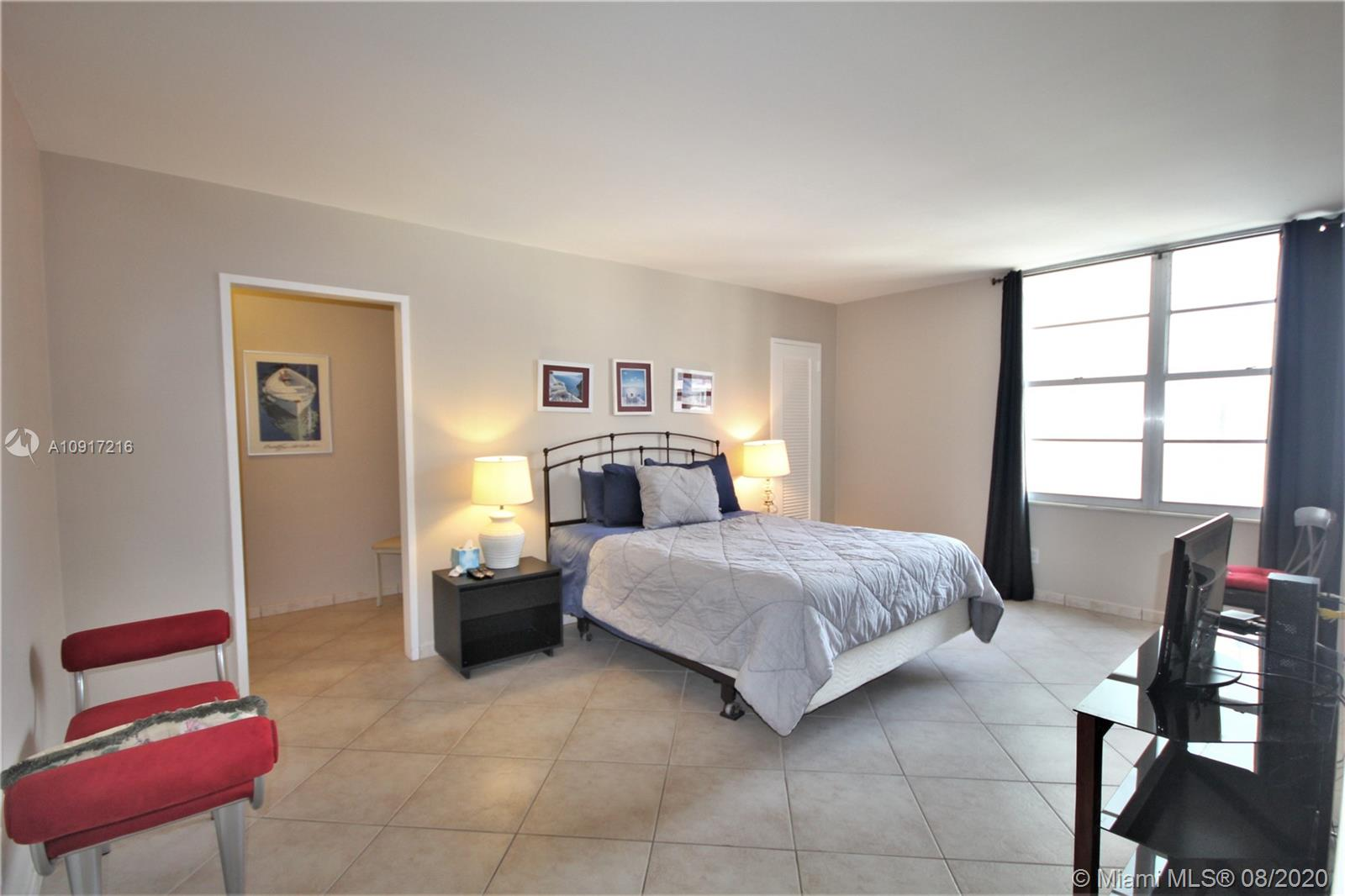5161 Collins Ave #1110 photo08