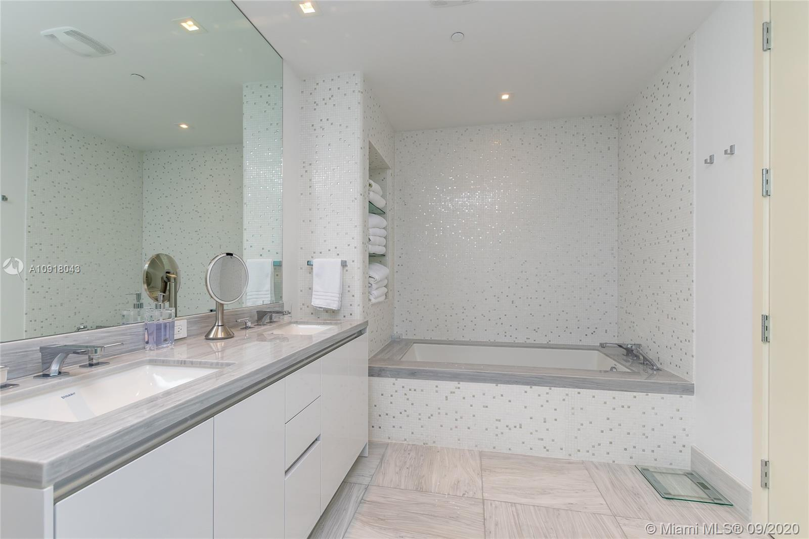 16901 Collins Ave #2304 photo05