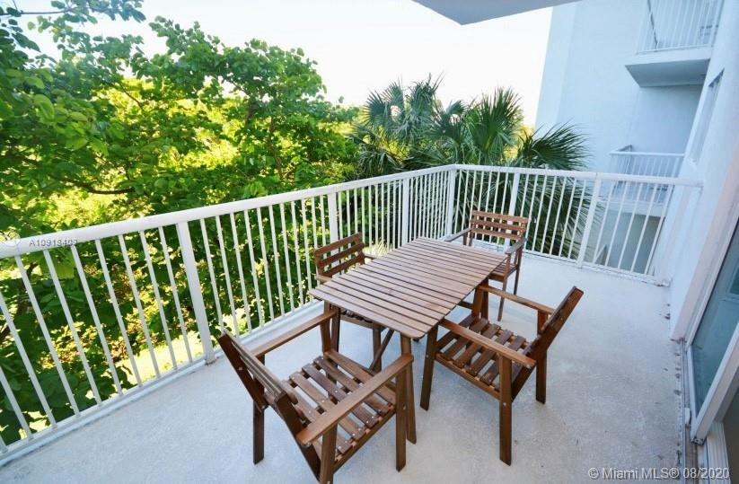 One Fifty One At Biscayne #206 - 14951 Royal Oaks Ln #206, North Miami, FL 33181