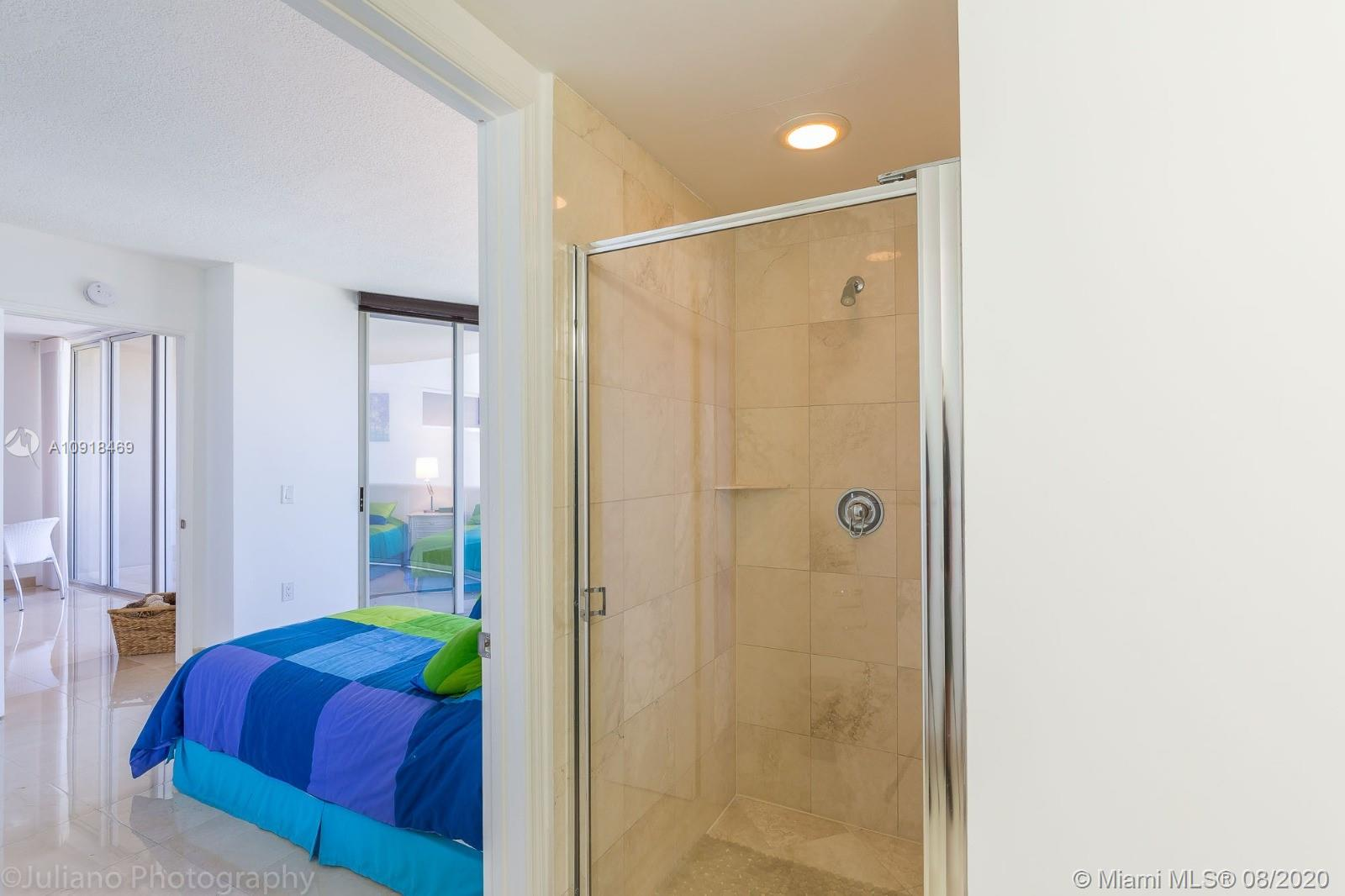 17555 Collins Ave #604 photo020