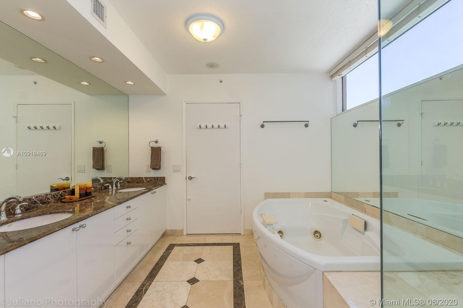 17555 Collins Ave #604 photo015