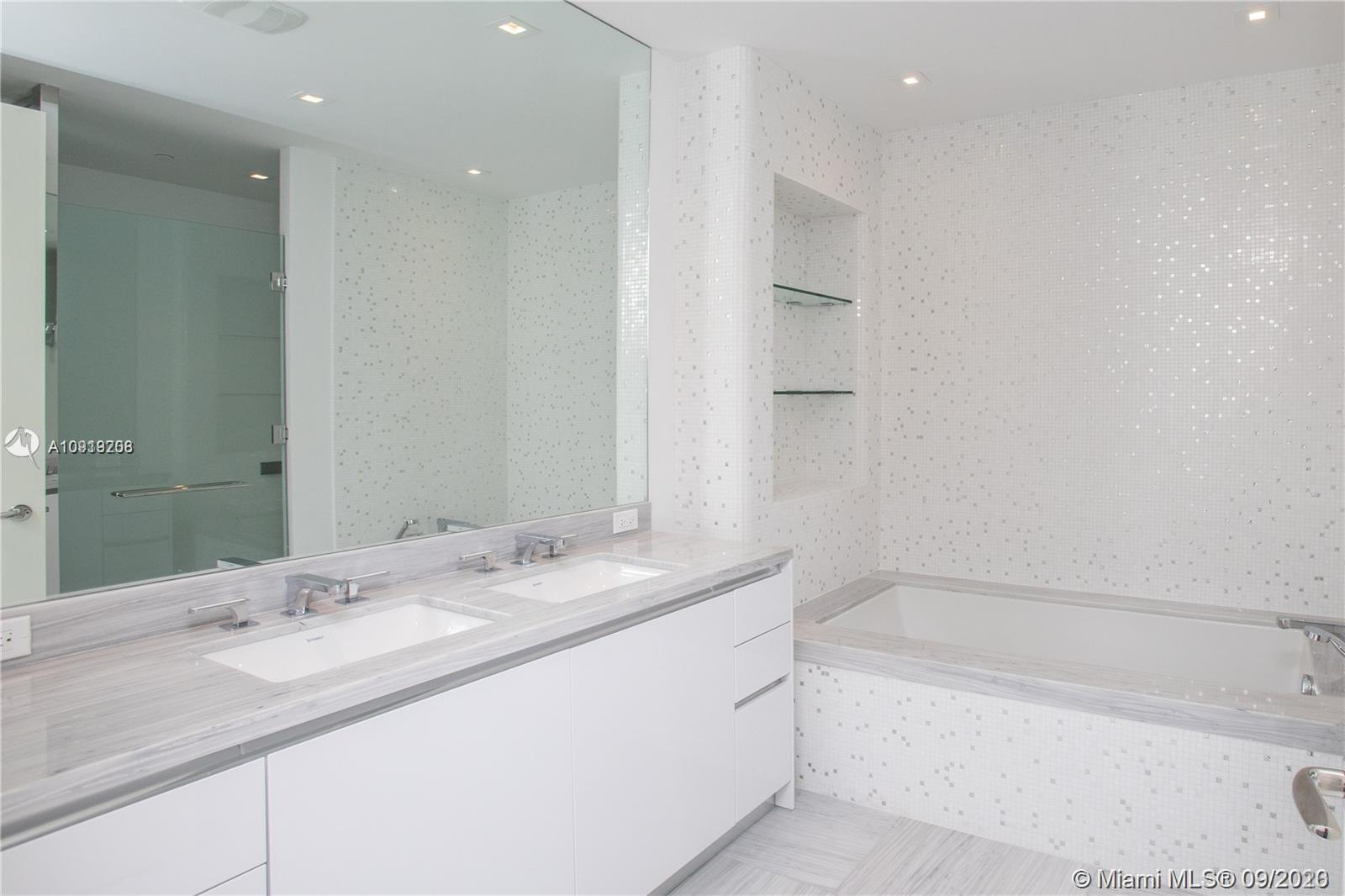 16901 Collins Ave #1402 photo013