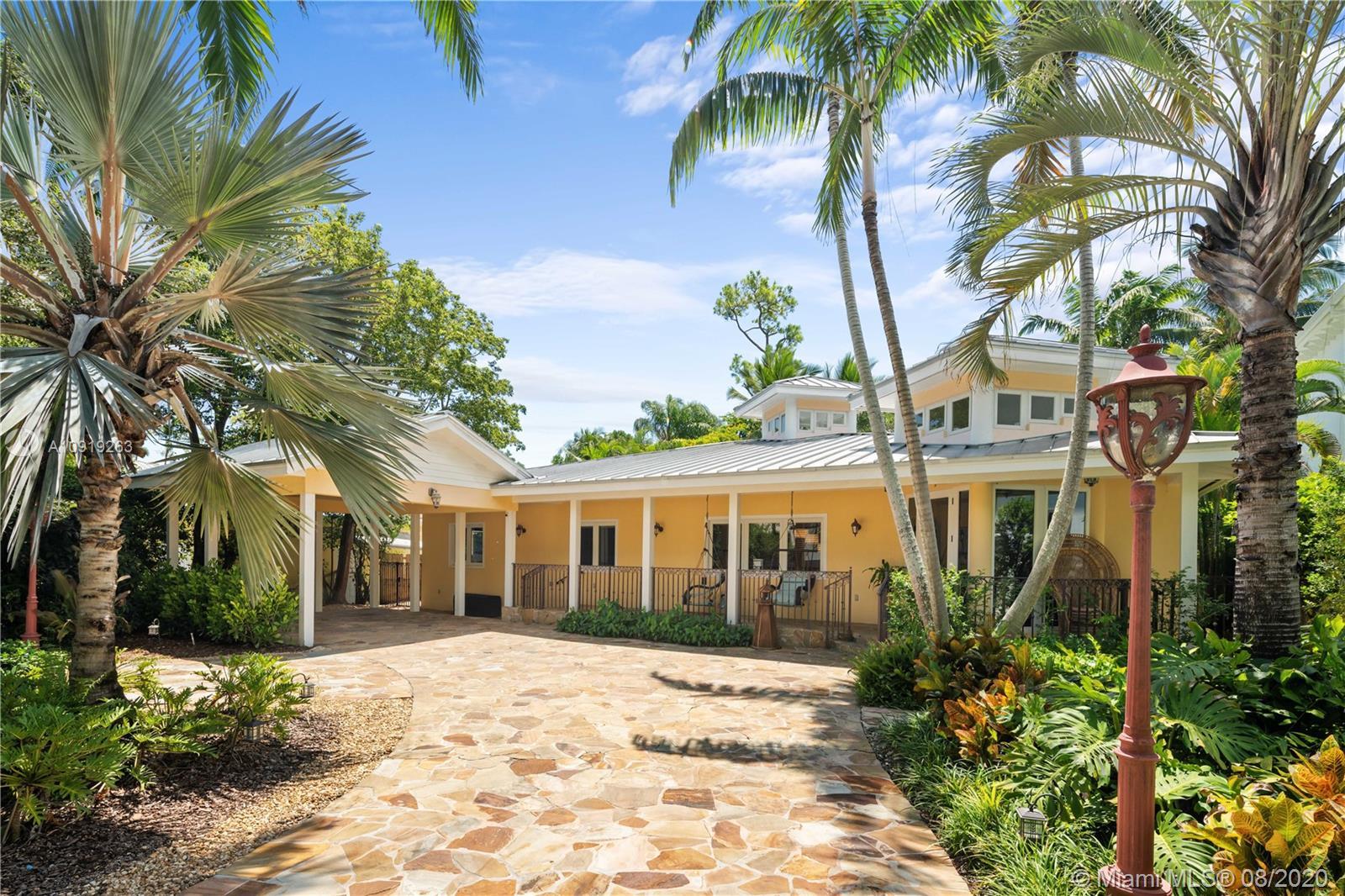 South Miami - 5046 SW 76th St, Miami, FL 33143