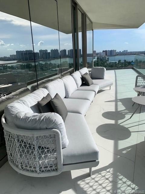18975 Collins Ave #1005 *FURNISHED* photo025