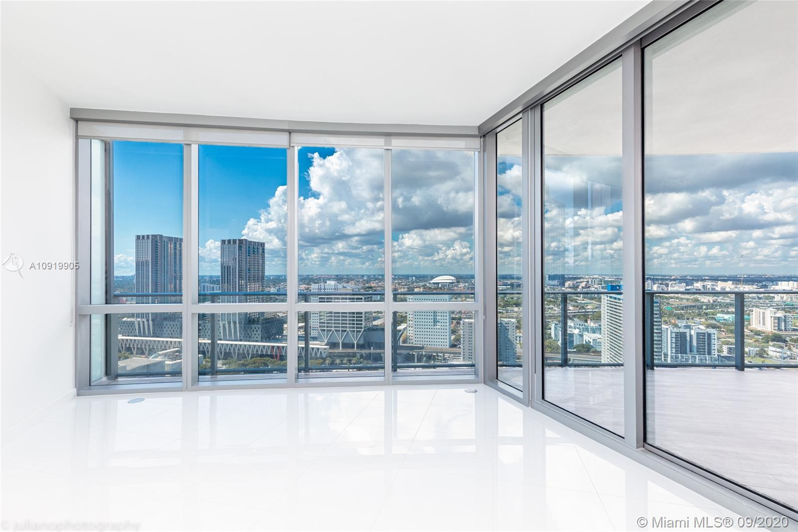 Photo of 851 NE 1st Ave #3010 listing for Sale