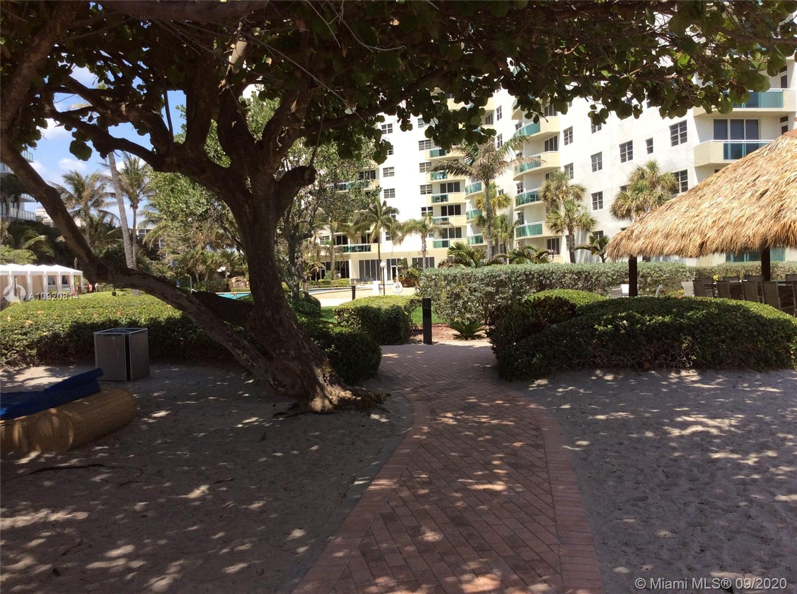 Residences on Hollywood #1045 photo24