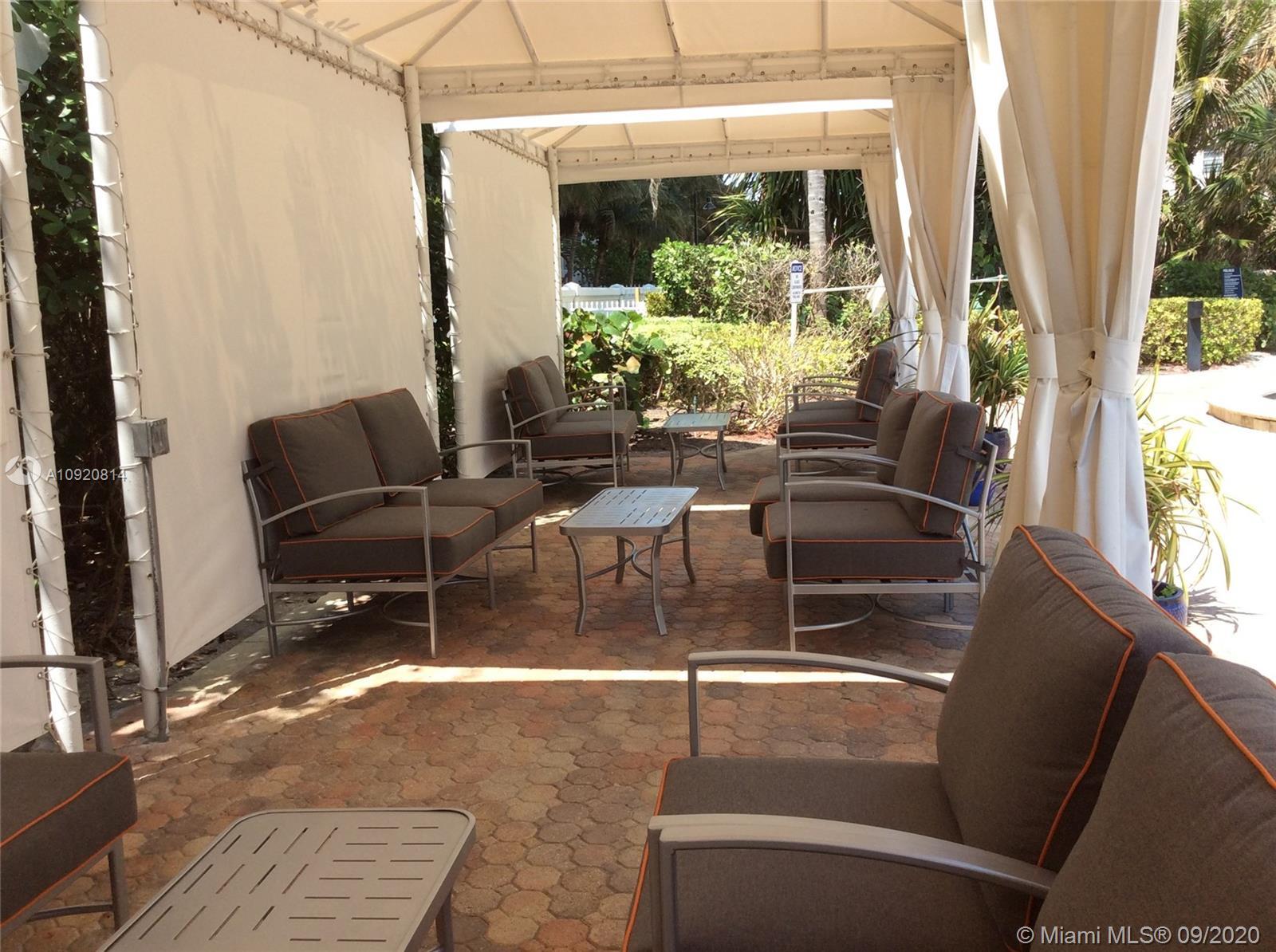 Residences on Hollywood #1045 photo33