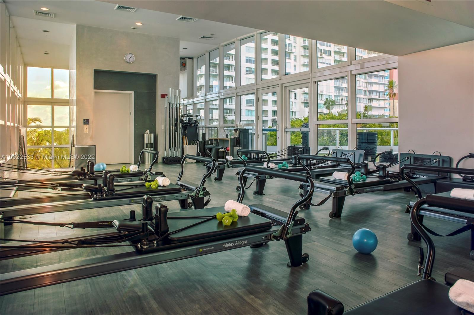 Photo of 50 S Pointe Dr #LOFT6 listing for Sale