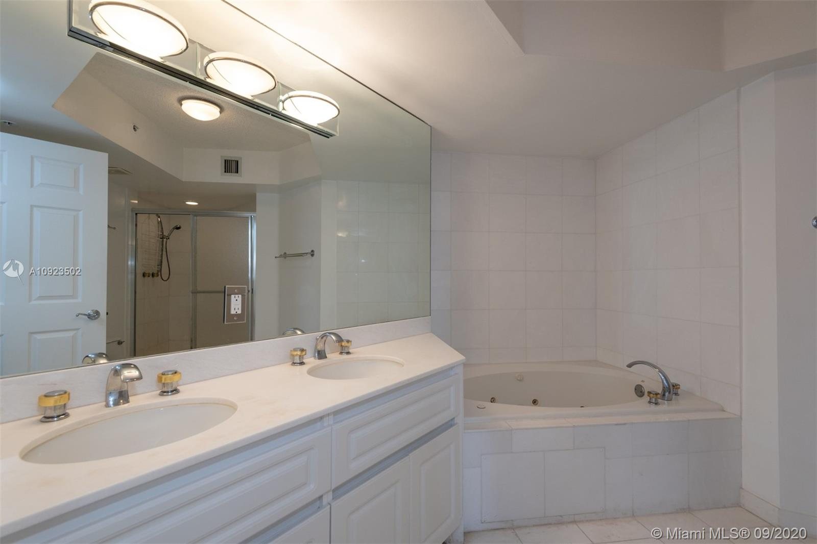 6301 Collins Ave #2206 photo018