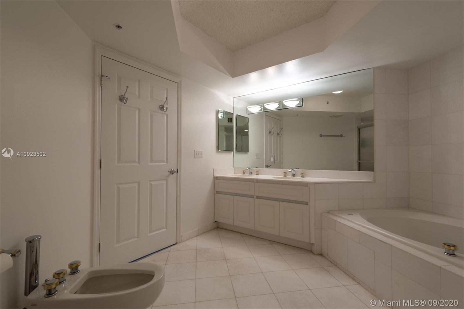 6301 Collins Ave #2206 photo019