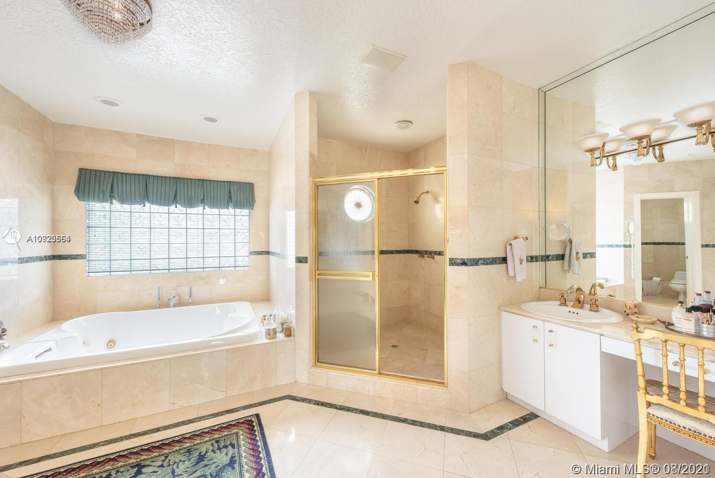 Oversized master-bathroom!