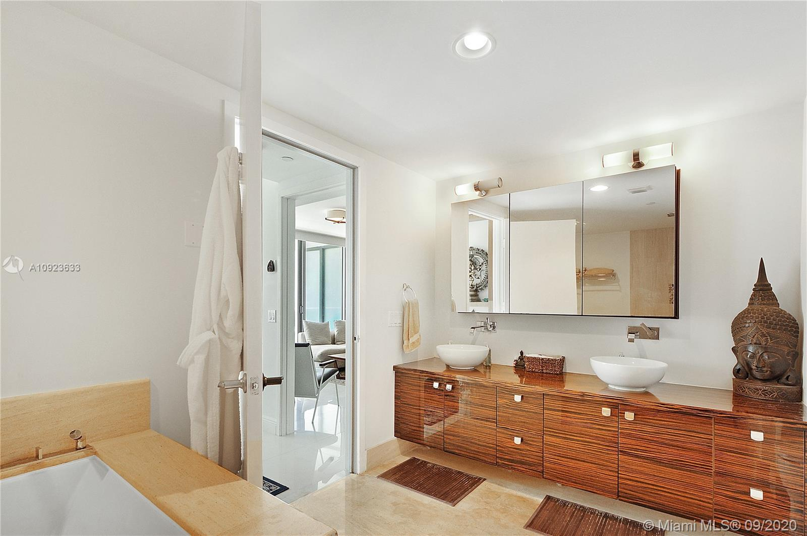 5875 Collins Ave #1106 photo015