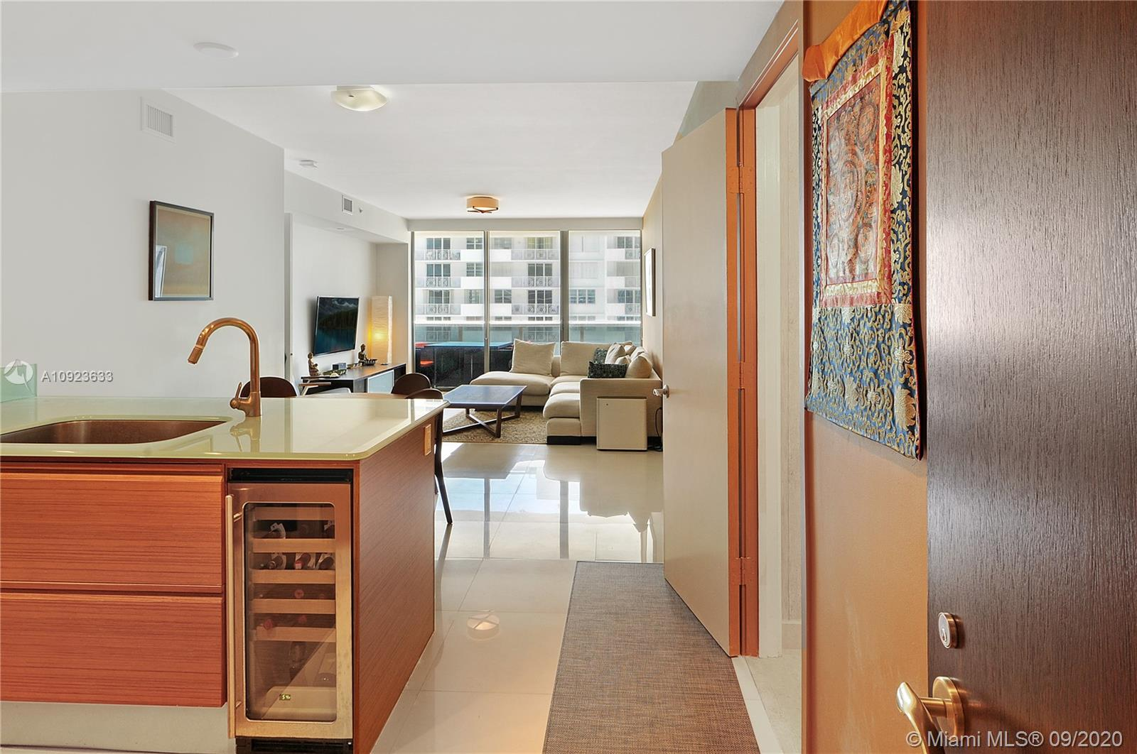 5875 Collins Ave #1106 photo04