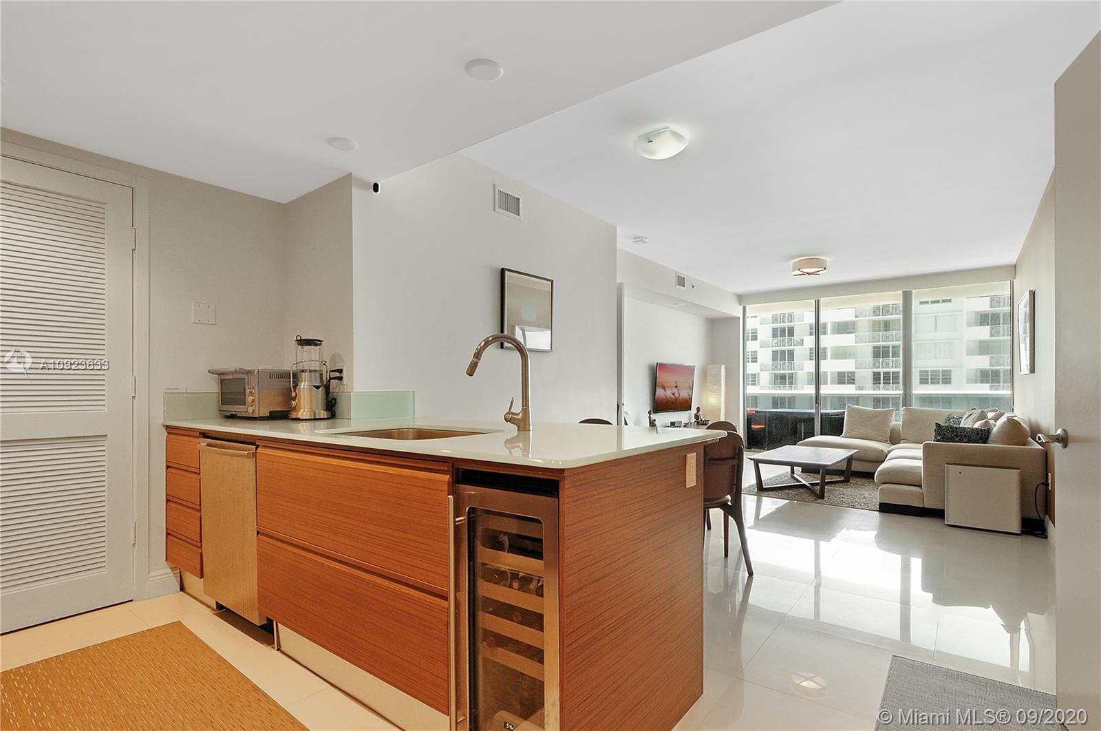 5875 Collins Ave #1106 photo08