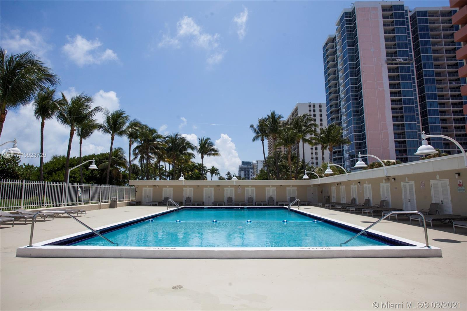 2899 Collins Ave #535 photo06