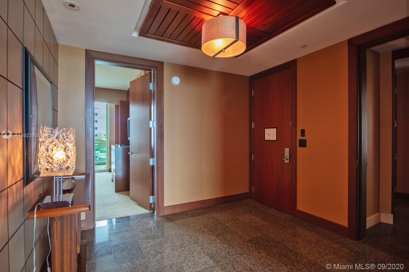 10295 Collins Ave #817 photo025