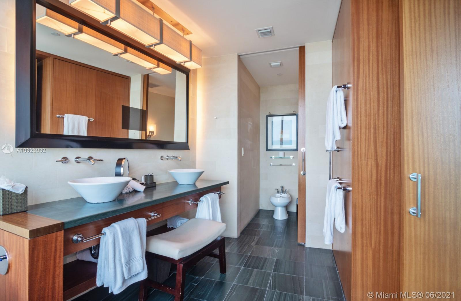 10295 Collins Ave #816 photo08