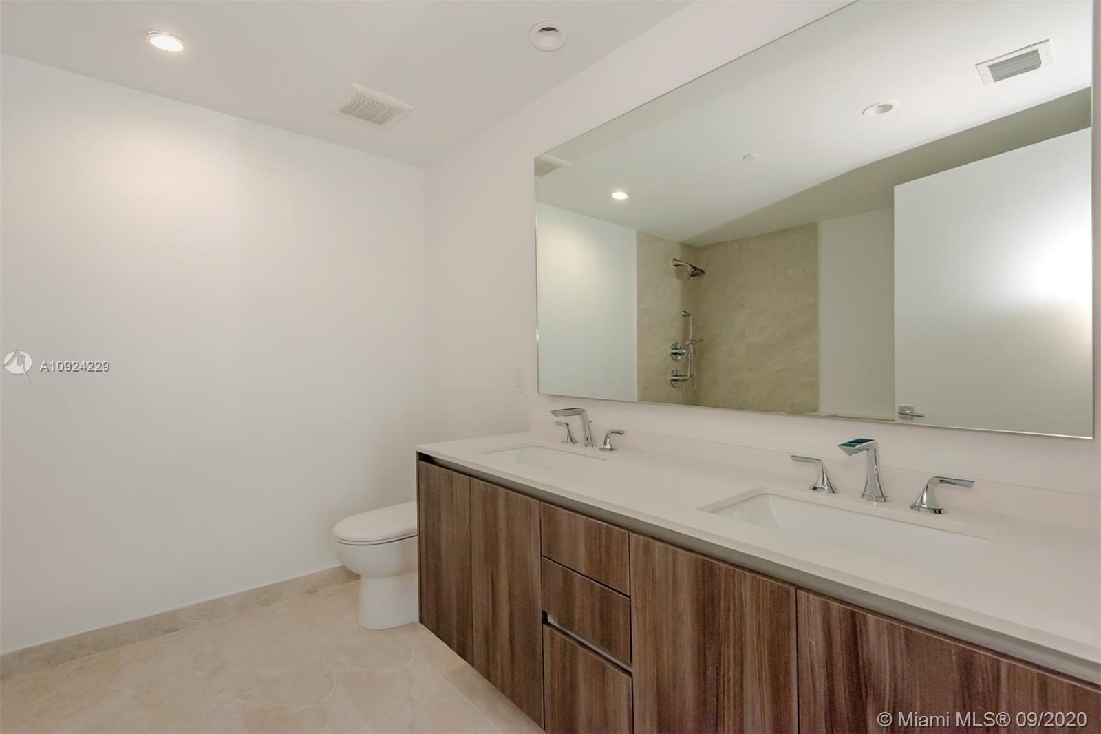 Photo of 488 NE 18th St #1507 listing for Sale