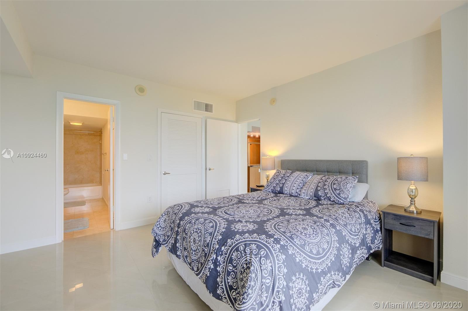 10275 Collins Ave #324 photo018