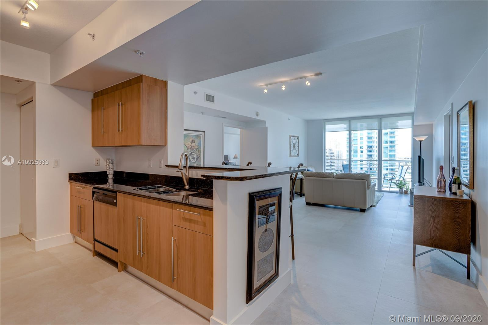 325 S Biscayne Blvd #1821 photo05
