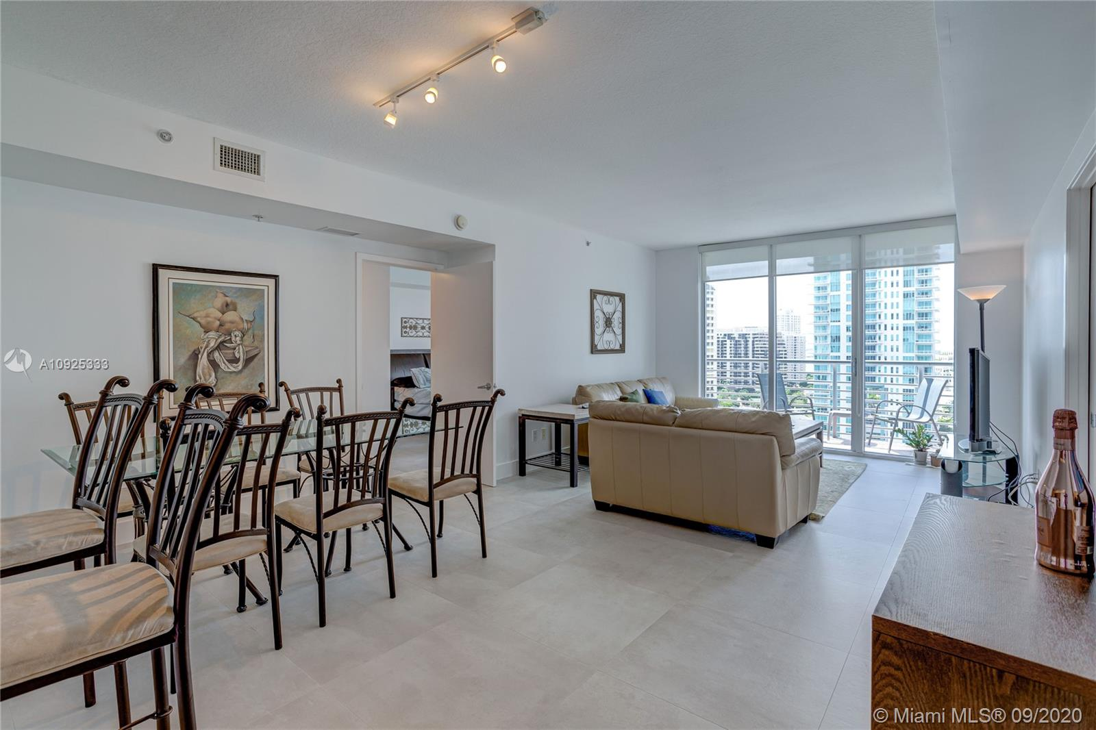 325 S Biscayne Blvd #1821 photo014