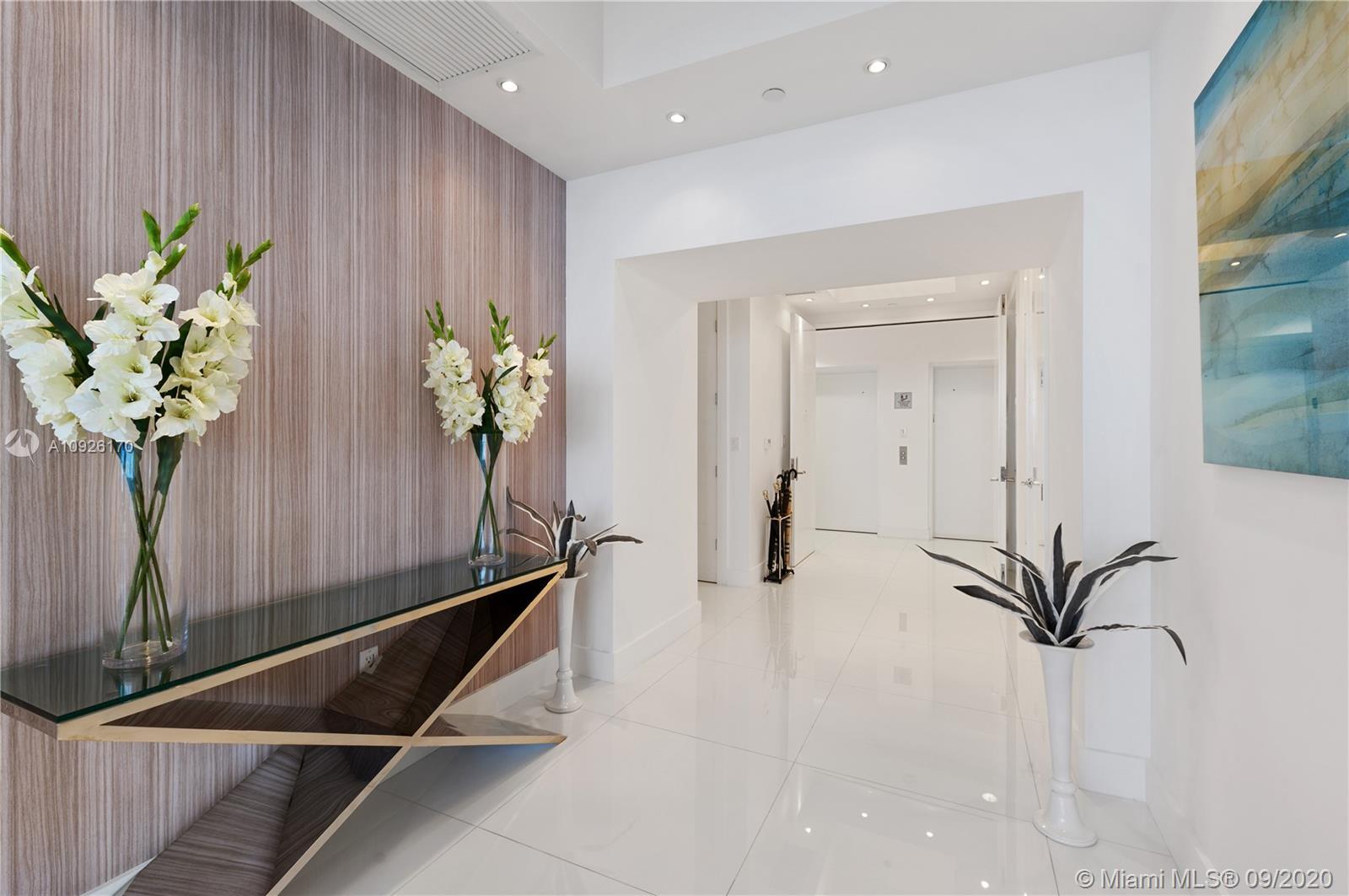 Private Elevator / Foyer