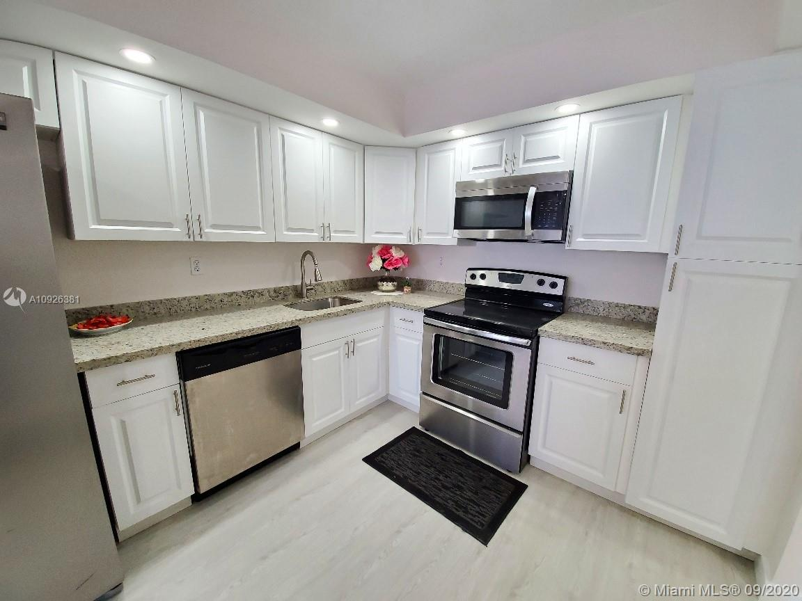 18011 Biscayne Blvd #503 photo01