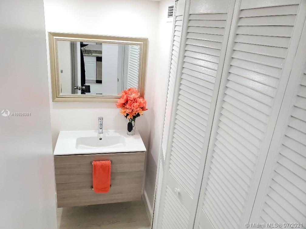 18011 Biscayne Blvd #503 photo010