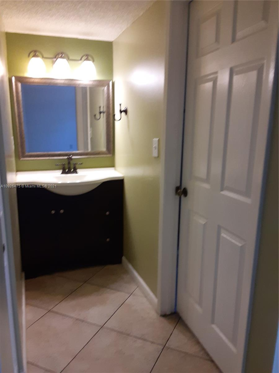 1621 Collins Ave #208 photo09