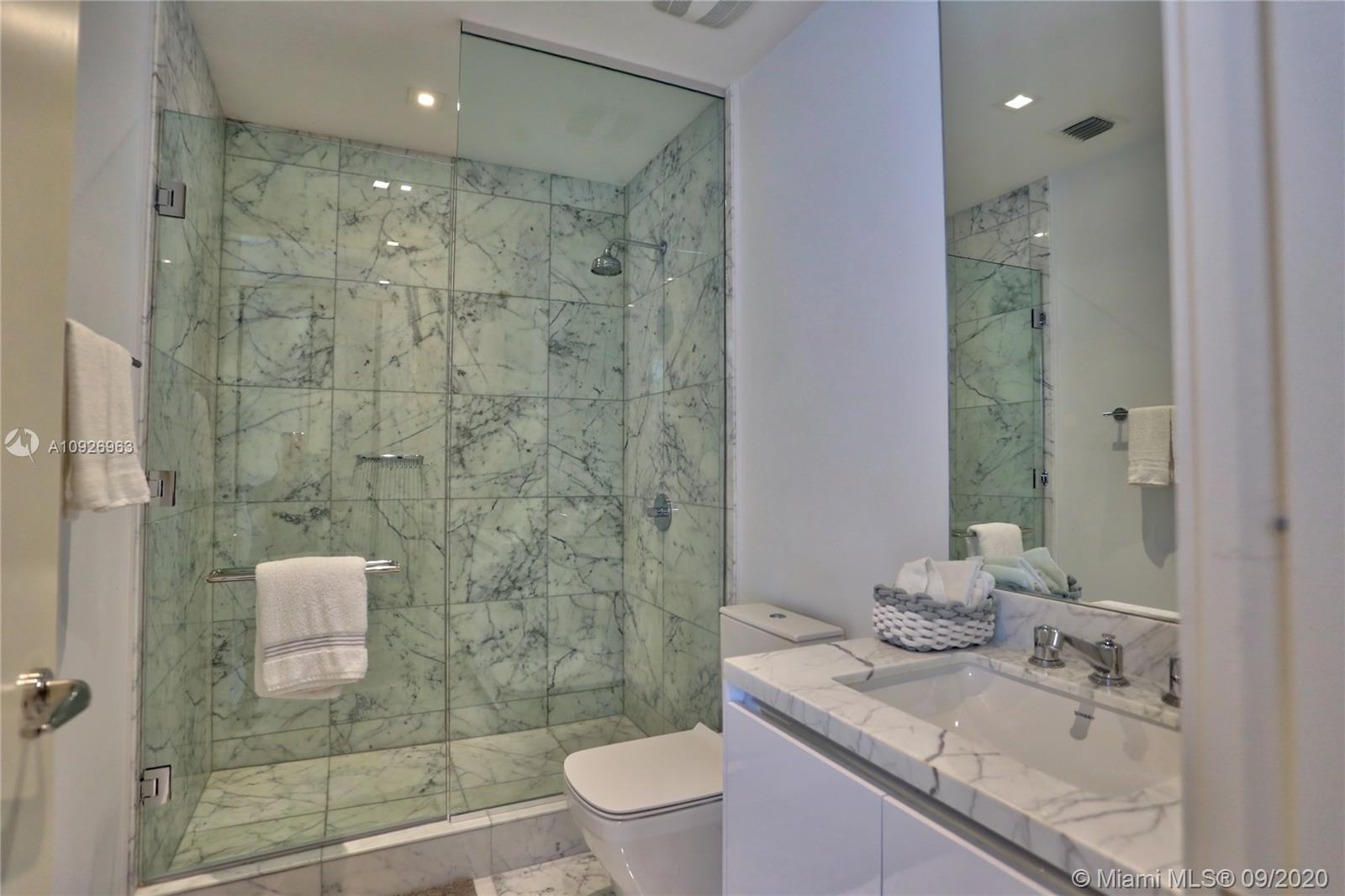 16901 Collins Ave #1604 photo07