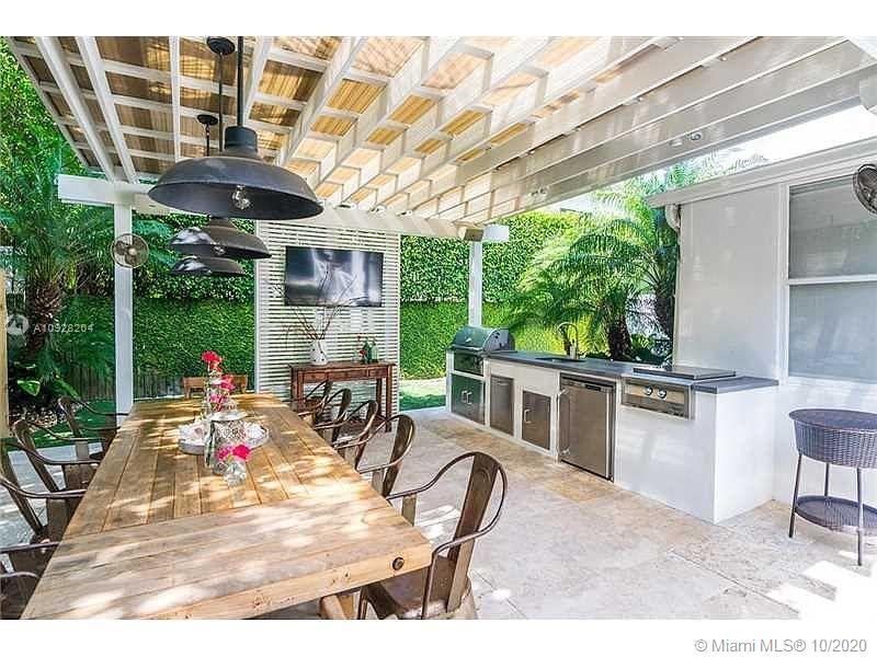 Tropical Isle Homes - 455 Warren Ln, Key Biscayne, FL 33149