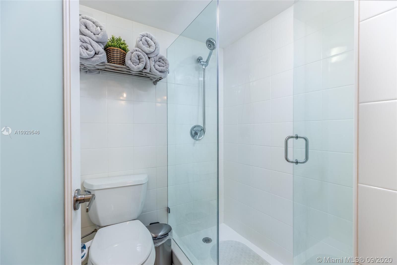 6039 Collins Ave #1204 photo019