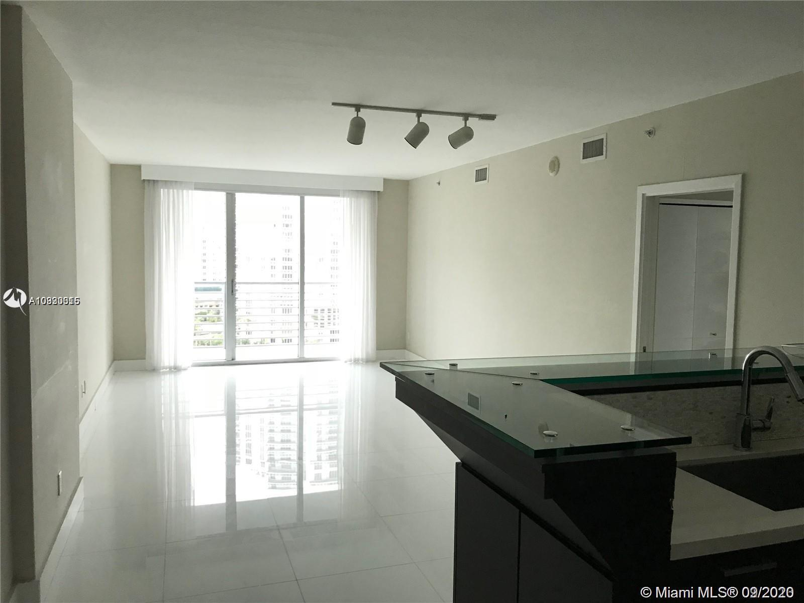 Photo of 325 S Biscayne Blvd #1415 listing for Sale