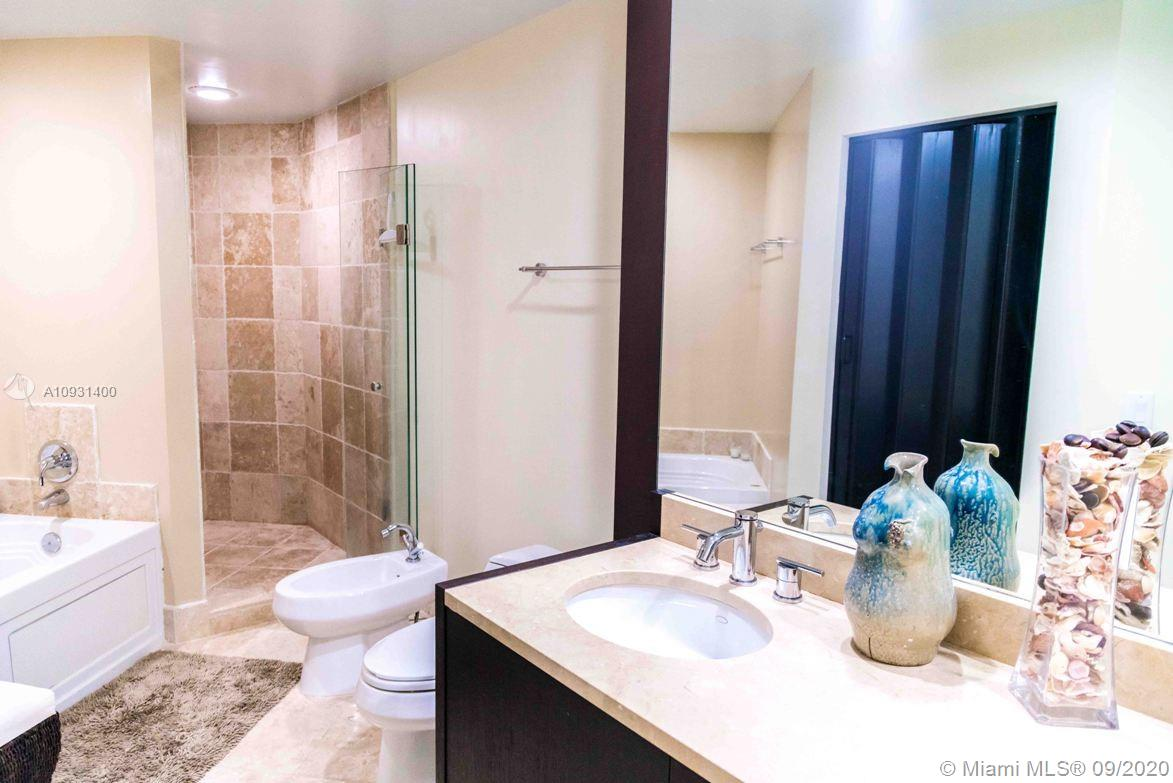 18201 Collins Ave #901A photo08