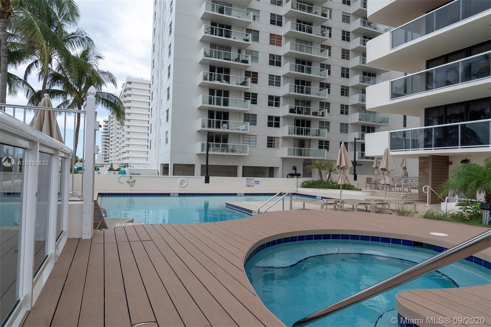 5757 Collins Ave #402 photo03