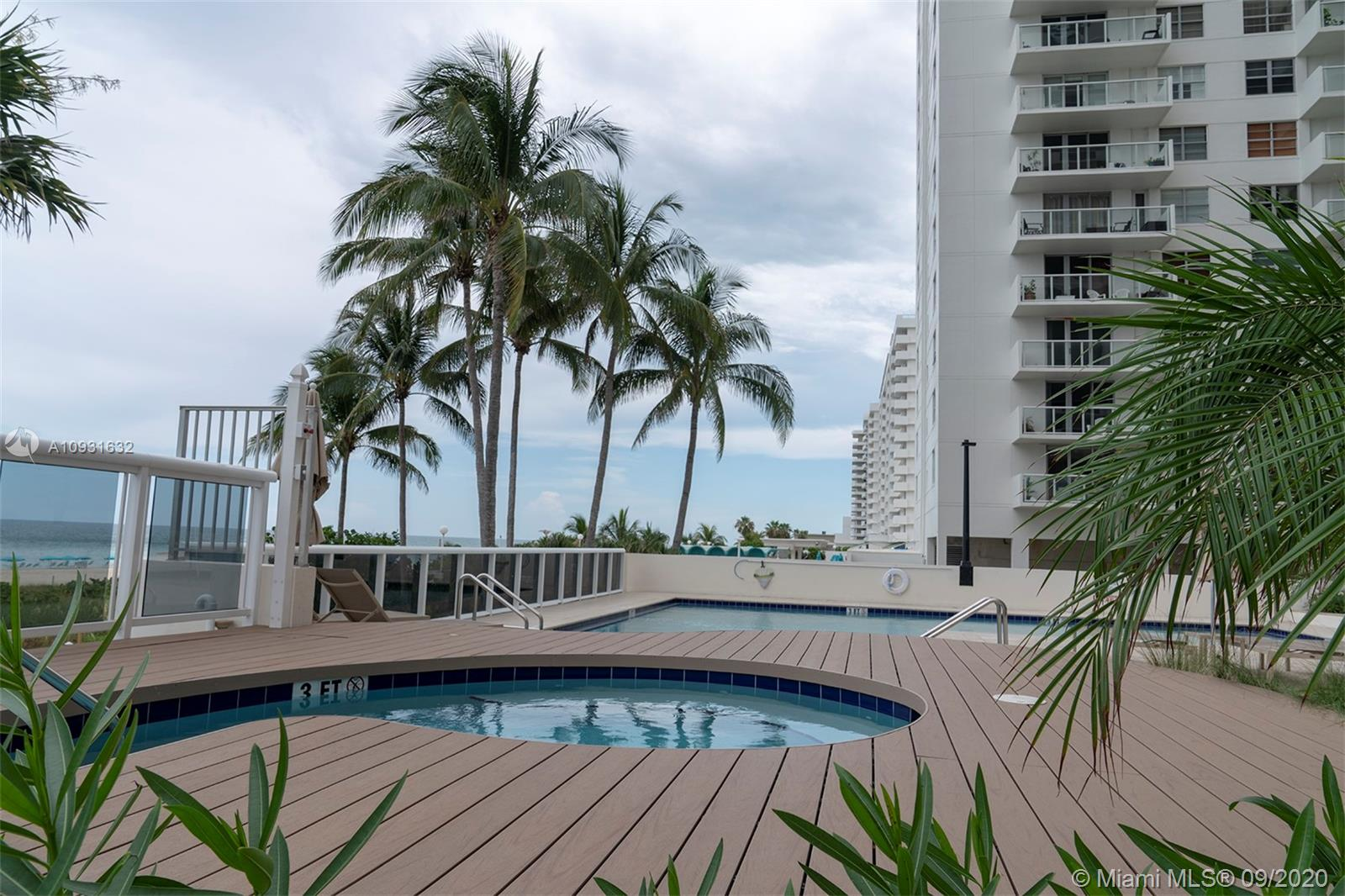 5757 Collins Ave #402 photo08