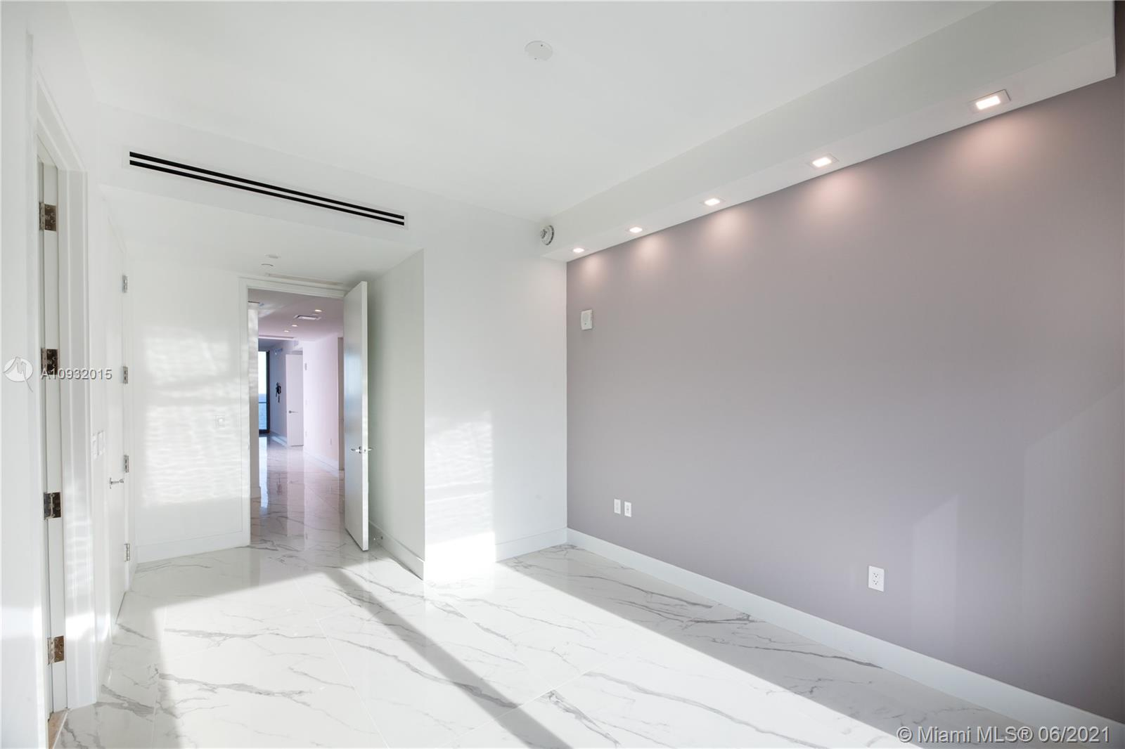 Photo of 15701 COLLINS #1403 listing for Sale