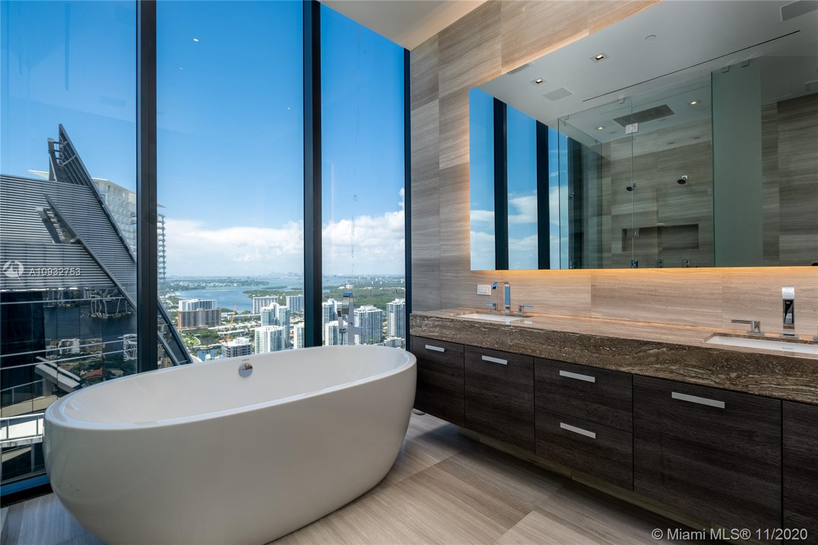 17141 Collins Ave #4102 photo06