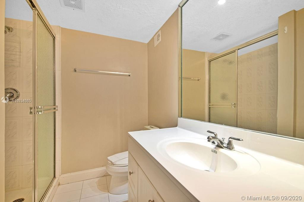 5225 Collins Ave #1006 photo08